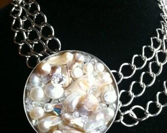 Brides/ Bridsemaid Pearl/ Swarovski CAPITS Pendant/ Pin