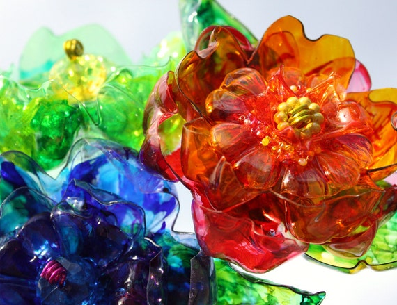 Recycled plastic bottle flowers recycled art plastique for Recycled flower art