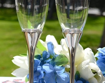 Personalized Glitter Champagne Flutes - (Set of TWO) Custom Engraved Toasting Flutes - Personalized Engagement Glasses - Wedding Gift