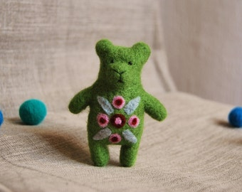 Felted Animal, Felt Bear Brooch,Spring Green Bear, Needle Felted Bear Brooch, Bear Jewelry,Green, Bear Brooch