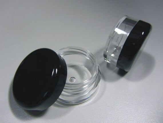 200 Cosmetic Sample Jars Plastic Beauty Containers - 5 Gram (Black Lids)  5017-200 | FREE US Shipping