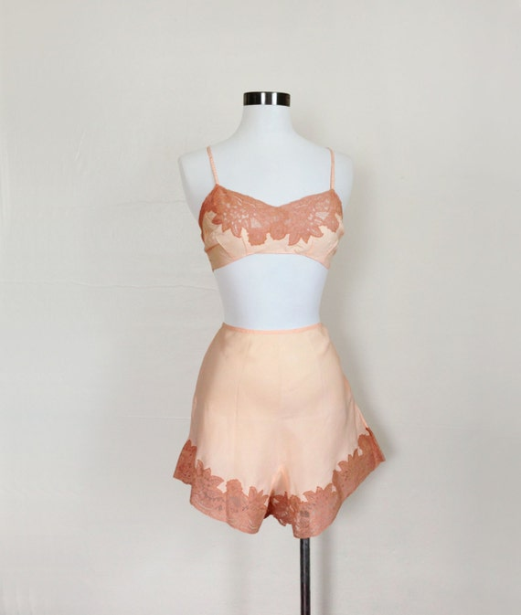 1920s / 1930s Lingerie  Pink Bralette and Tap Shorts / Panties  SET Size M
