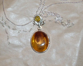 Bows and Amber Pendant Necklace
