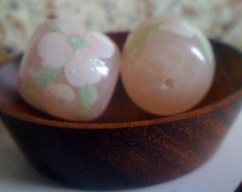 Now On Sale  Pink Floral LUCITE Beads/ Vintage 50s Hand Painted Pink Pastel Flower with Leaves