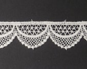 "Tudor Style Shallow Scallop Lace for Renaissance/Elizabethan Reenactment, 3/4"" (19mm) - sold by the half yard"