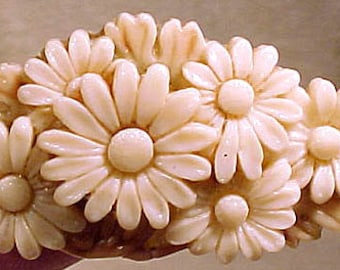 Moulded CELLULOID DAISY Brooch Pin Japan 1950 Bunch of Daisies
