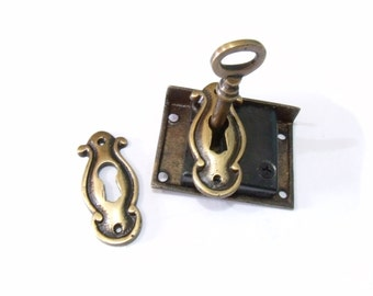 Set Vintage ESCUTCHEON Key Hole Cover Plates with Antique BRASS SKELETON Key And Lock