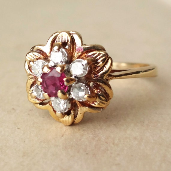 Vintage Ruby And Diamond Flower Ring 9k Gold Diamond & Ruby