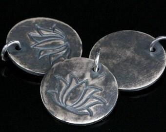 8KH-092 thai karen hil tribe handmade silver 2 black & white printed lotus disc charm 18.0 mm.