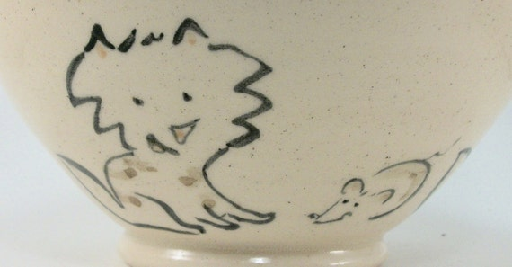 bowl with cute cats and a mouse