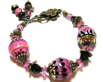 I LoVe PiNK Hamdmade Lampwork Glass Bracelet in Pink and Black by Glitterbug Originals SRAJD
