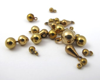 Assortment of Vintage Brass Drop Ball Charms (10 grams) (V235)