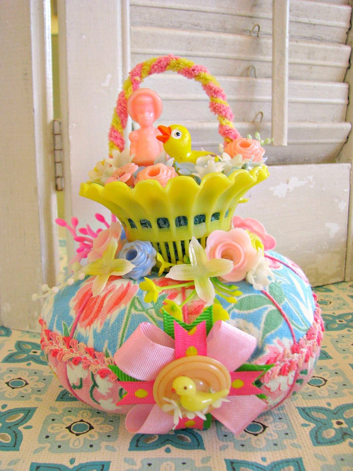 Vintage Easter Basket o Fun Pin Cushion by Bethsbagz on Etsy - photo#4