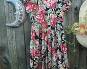 Beautiful 20's cut dress 80s style. Floral Buds . Summer Swing.