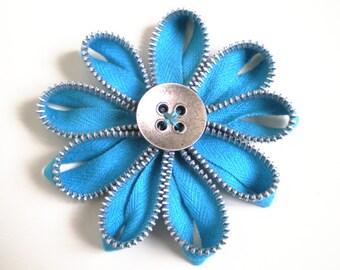 Zipper daisy brooch - Zipper jewelry - Vivid blue flower - Textile jewelry