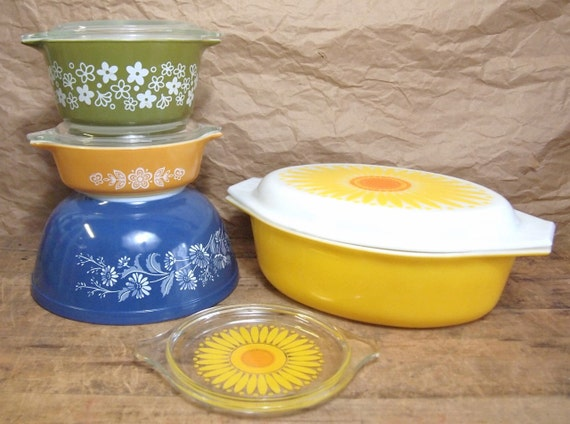Lot of Retro Pyrex Kitchen Bowls Vintage Sunflower Pyrex Oval Casserole dish Colonial Mist Bowl Etc