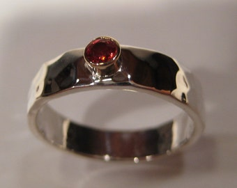 Smokin HOT RED ORANGE Sapphire on a  Medium Sterling Silver Hand Hammered Band set in Gold  ... made to order in your size... e426