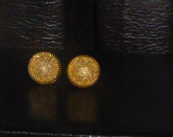 Vintage cabochon shape goldtone cuff links.