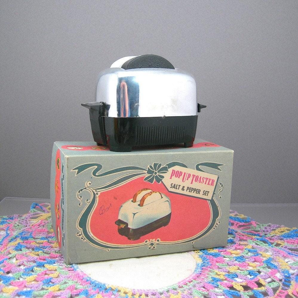 Original Pop Up Toaster ~ Toaster salt and pepper set vintage kitchen chrome