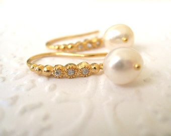 Freshwater pearl earrings Gold dewdrops Wedding bridal earrings Vitrine