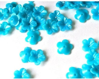 30 Vintage plastic beads, turquoise flowers beads 8.5mm acrossx 3mm high