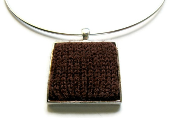 Brown Square Pendant Choker Knitted