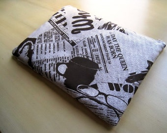 """Newspaper -Macbook 13"""" Air or Macbook 13 Inch Pro - Laptop Case - Laptop Sleeve - Cover - Bag - Padded and Zipper Closure"""