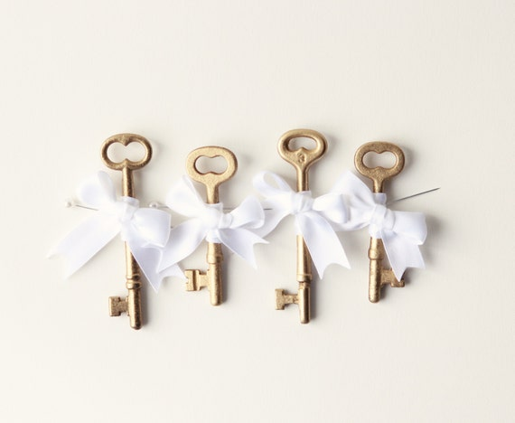 Key boutonniere, Golden Groomsmen, Gold key boutonniere, Gold boutonniere - Key to my Heart, gold key bout (ONE boutonniere)