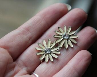VINTAGE earrings, daisies, rhinestone accents