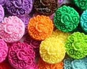 100pc round vintage inspired floral 17mm resin flower cabochons / 18 colors / great for making hairpins and rings