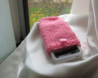 Knitted cozy iphone case  in pink