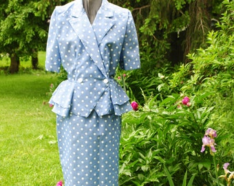Secretary vintage 80s light blue with  a white polka dot suit. Made by Just Ducky.Mint condition with  the original tag. Size 12.