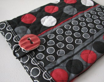 Quilted E reader sleeve Case, Mod Black and Red dot