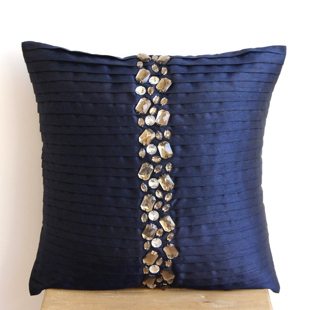 Navy Blue Twill Zippered Cushion Cover makes a great choice for any room setting. Smooth finish, upholstery grade heavy weight twill that is durable and easy to care for. Easily coordinates with a variety of other solids and prints. Extremely durable cotton poly twill fabric.