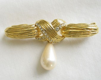 Vintage Gold Tone Faux Pearl and Rhinestones Dangle Brooch