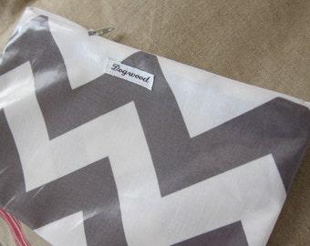 Chevron vinyl zipper bag