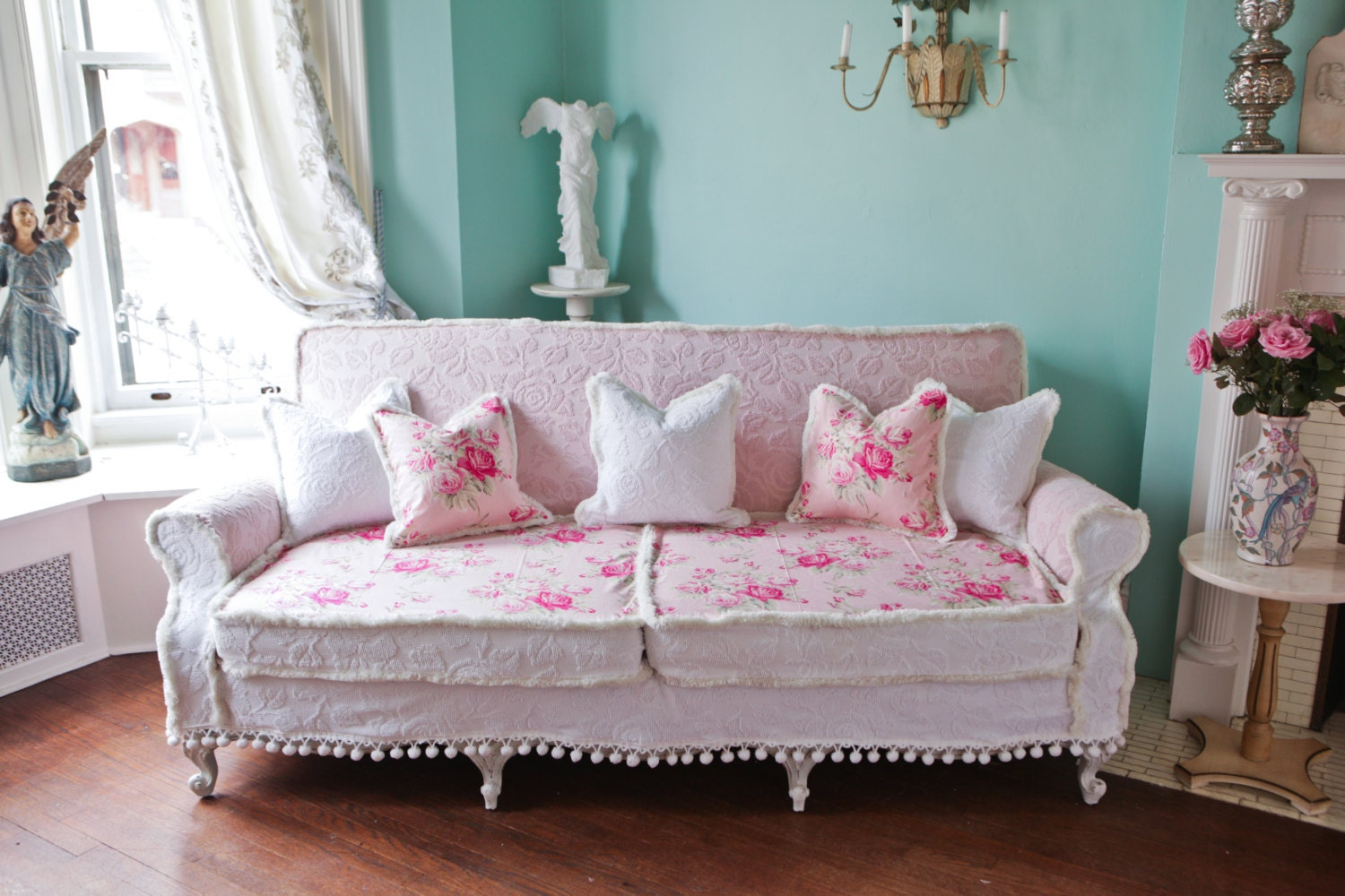 shabby chic couch sofa cottage white pink antique vintage. Black Bedroom Furniture Sets. Home Design Ideas