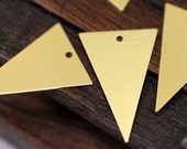 20 Raw Brass Triangle Charms 1 hole (25 x 16 mm)  A0008