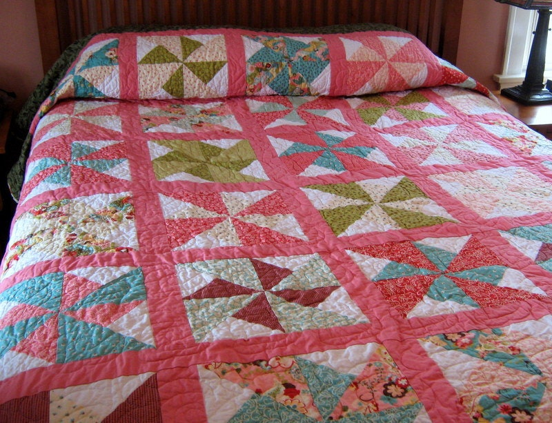 Queen Quilt Traditional Pinwheel