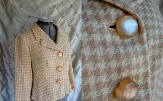 Vintage 50s 60s Warm Tan and Cream Houndstooth Blazer with Phenomenal Buttons SizeM