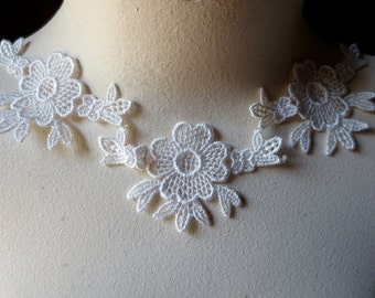 3 Lace Appliques in Ivory Venise lace for Bridal, Garters, Necklaces, Garments, Costumes SIA 504