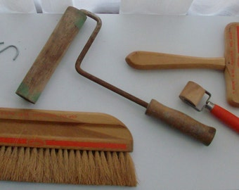 1952 Instant Collection of Wall Paper and Painting Tools (Code d)