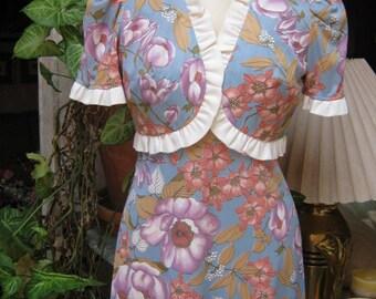 Vintage 60s 2 piece maxi flowered dress jacket set, long dress and bolero jacket outfit, soft blue lavender flower print dress size S