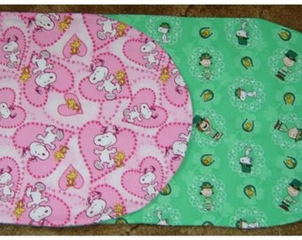 SNOOPY TABLE RUNNER: Reversible Valentine and St. Patricks Day Themes