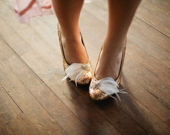 Feather and Rhinestone bridal shoe clips in natural white