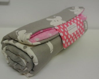 Baby Change Mat - Giraffe with Pink and White Pocka Dots Minky Fabric.