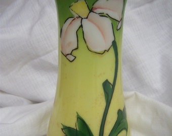 1930s Decorative Flower Vase