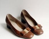 Ferragamo bow flats / shoes 6 / crocodile leather flats / bow front flats / shoes size 6 / vintage shoes