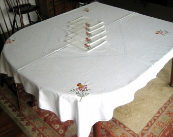 Embroidered Vintage TABLECLOTH Red Yellow Daffodils Cotton with NAPKINS