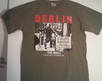 Berlin olive green shirt tshirt army Berlin Wall 80s eighties 90s grunge medium M